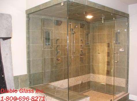 Charmant Custom Showers